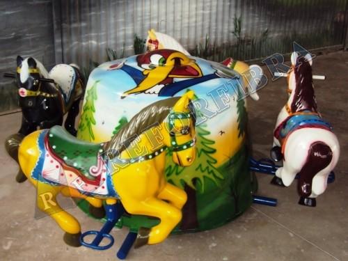 023 Carrossel 4 Cavalos / Sem Cobertura / Perna Aberta
