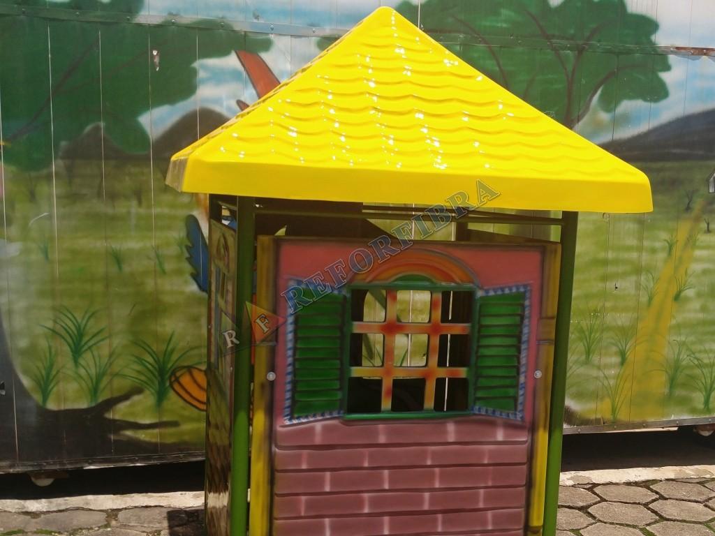 001 - Casinha de Brinquedo em Fibra de Vidro